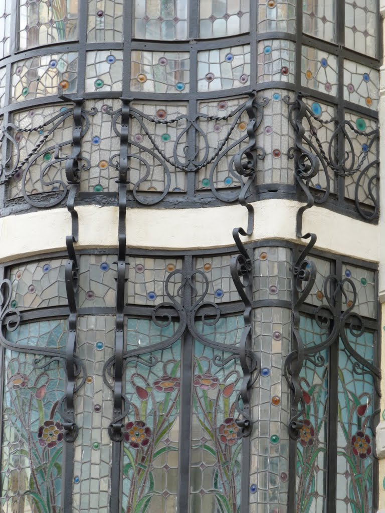 Passeig de Gracia - stained glass bay window