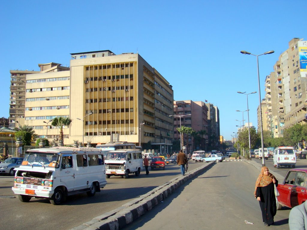 Rabie Al Gizi street in Giza train station square in the afternoon